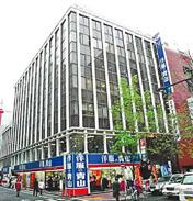 1992年のオープン時、低価格スーツで旋風を起こした「洋服の青山 東京銀座店」